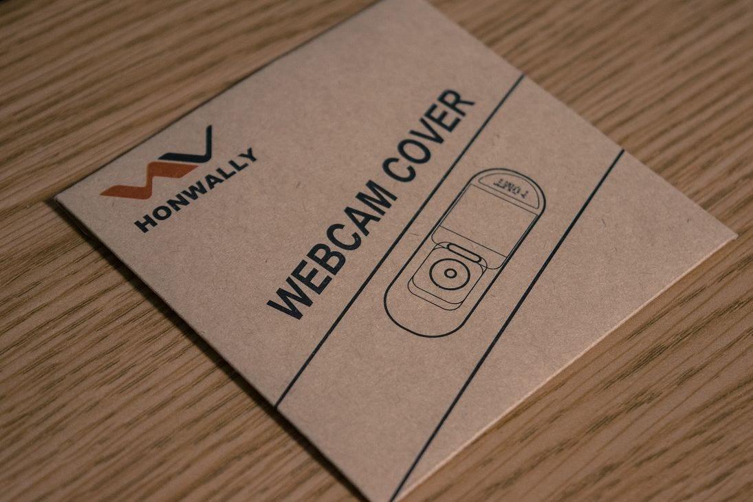 ウェブカメラのセキュリティ対策に、WEBCAM COVERを付けよう