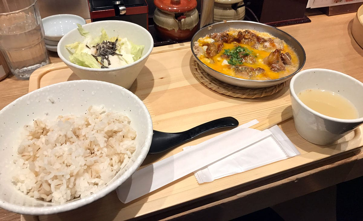 酉しみず@大名古屋ビルヂングで鶏から親子とじ定食を食す