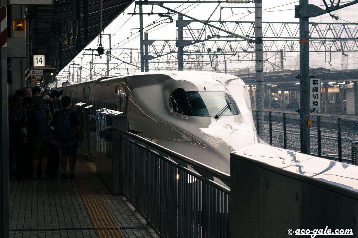新幹線で大きなテーブルが欲しいときは最前列の席を選ぼう!