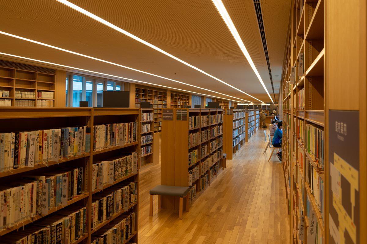 十和田市民図書館@安藤忠雄設計で開放感と温もりを楽しむ