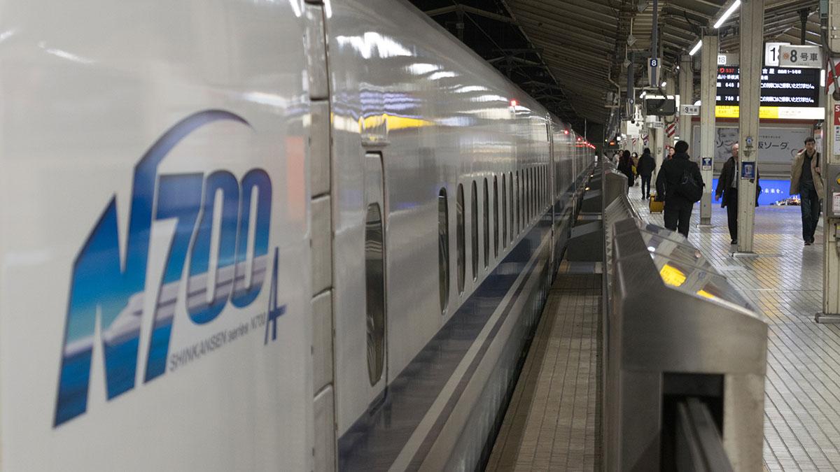 ひかり537号のグリーン車に乗って東京から名古屋へ移動