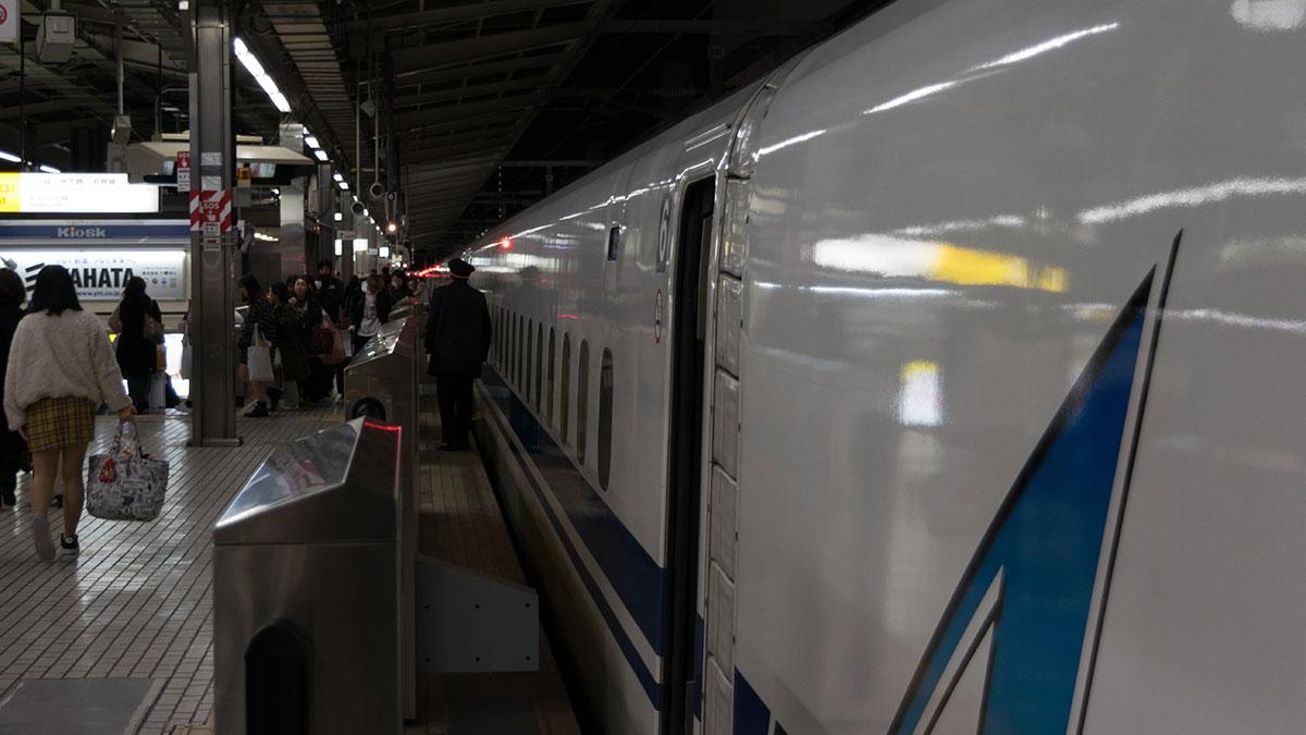 新大阪から名古屋へ、最終のこだま698号の自由席に乗って