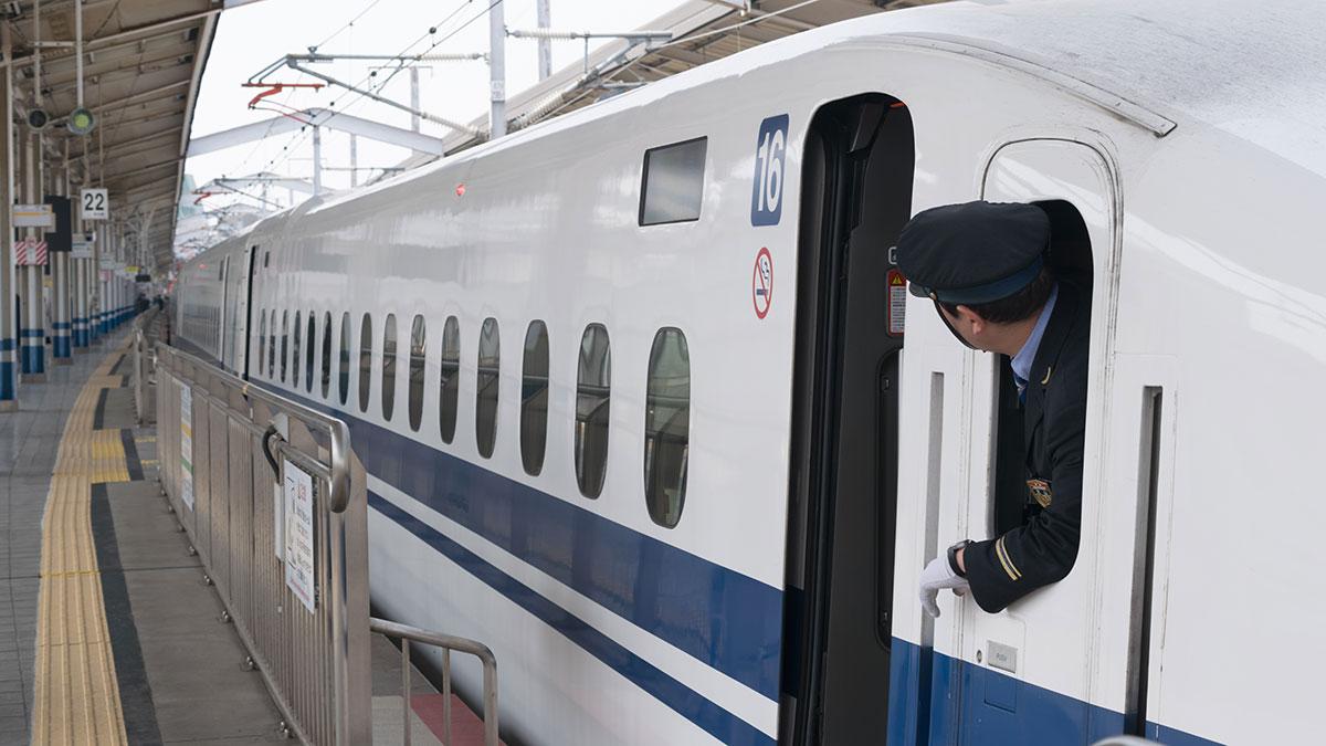 のぞみ155号で名古屋から岡山へ、さくらの季節は車窓が楽しみ