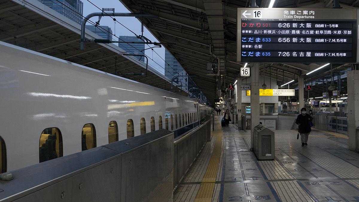 始発のひかり501号に乗って東京から京都へ向かう