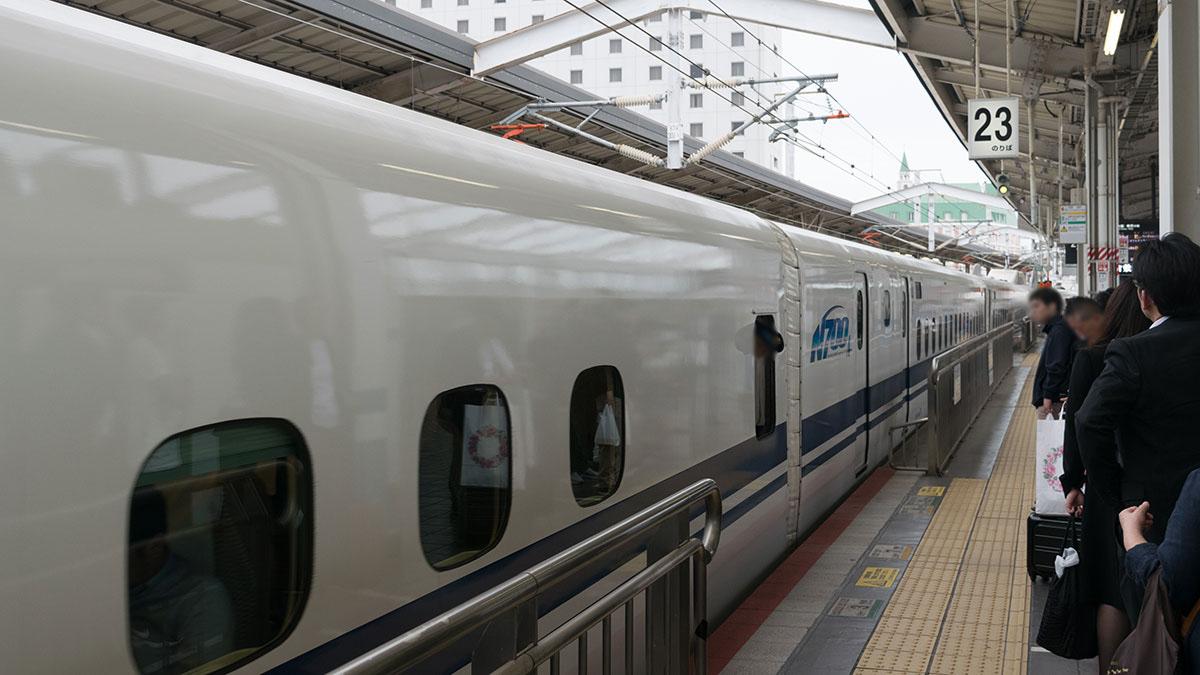 のぞみ42号で岡山から新大阪へ、180km45分の小旅行