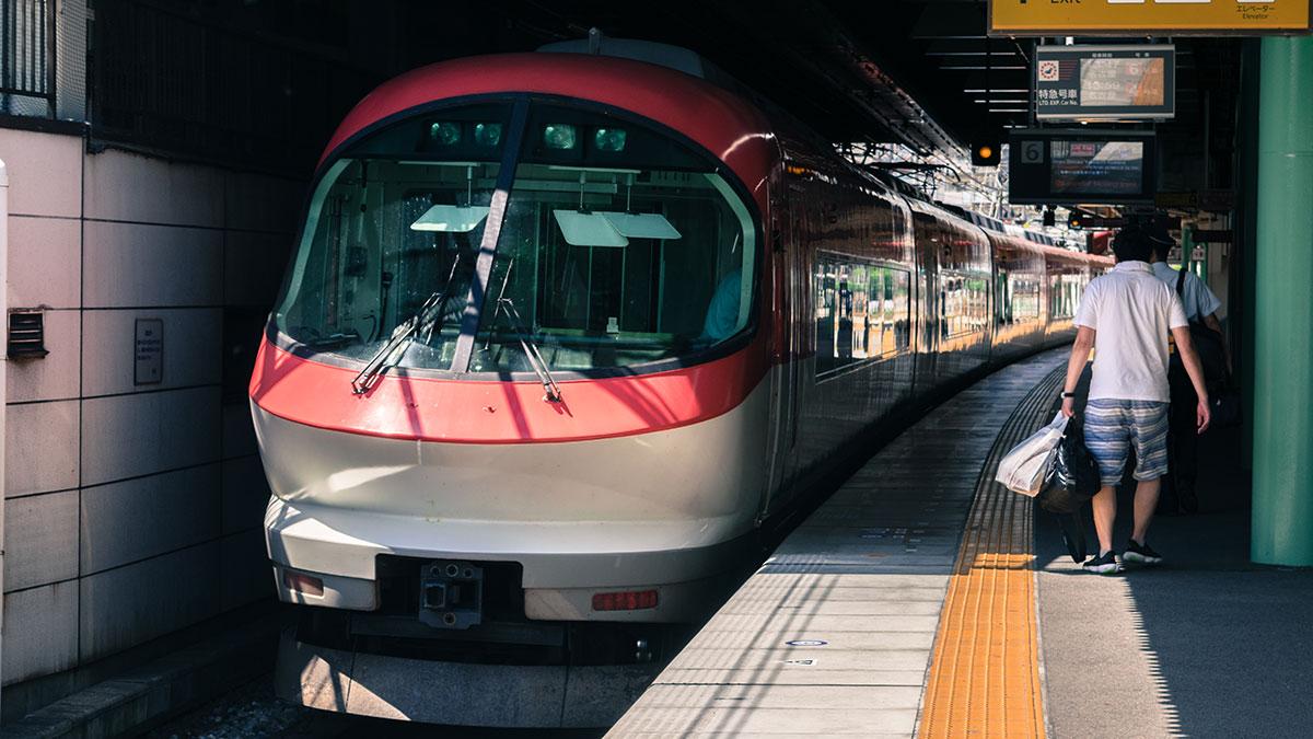 大阪から三重県津市へ、近鉄特急を乗り継いで