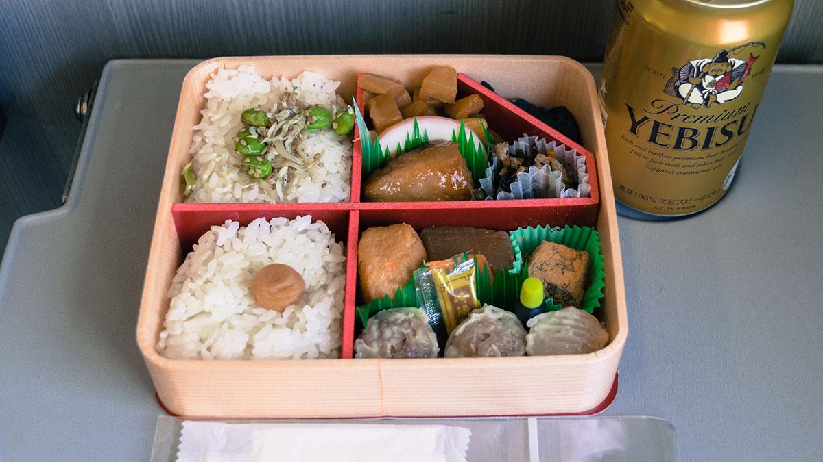 横浜駅で買う崎陽軒の駅弁「夏のかながわ味わい弁当」
