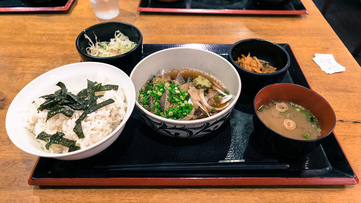 博多ごまさば屋(博多・赤坂駅5分)で、福岡の郷土料理「ごまさば」に挑戦