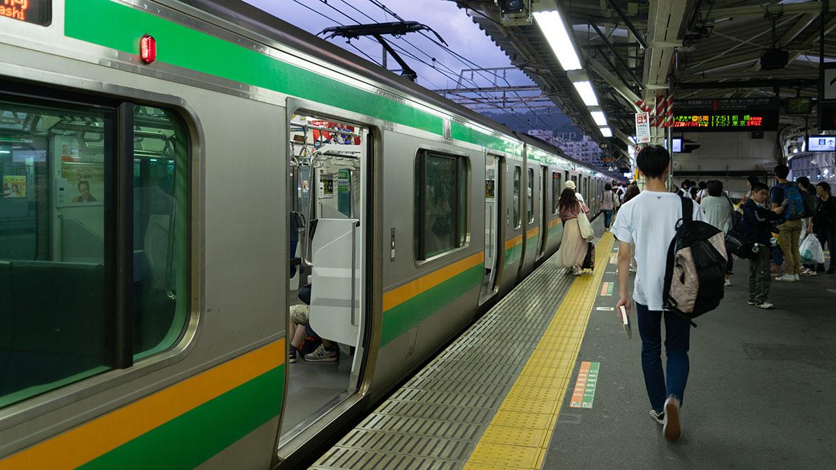 東京・新宿から名古屋まで、ホームライナー浜松3号使って