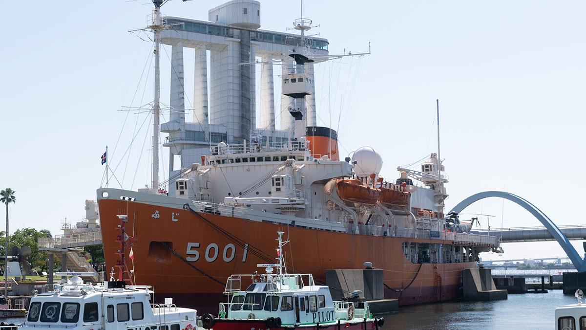 南極観測船・砕氷艦として活躍した「ふじ」が展示されている名古屋港