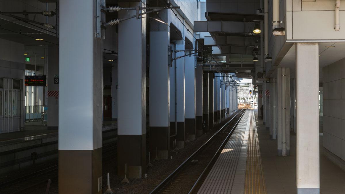 名鉄「太田川駅」の駅構造に魅せられて、スイッチバックをしない一方通行の3階ホーム