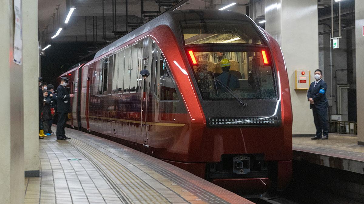 新型名阪近鉄特急「ひのとり」が2020年3月14日にデビュー、出発セレモニーも