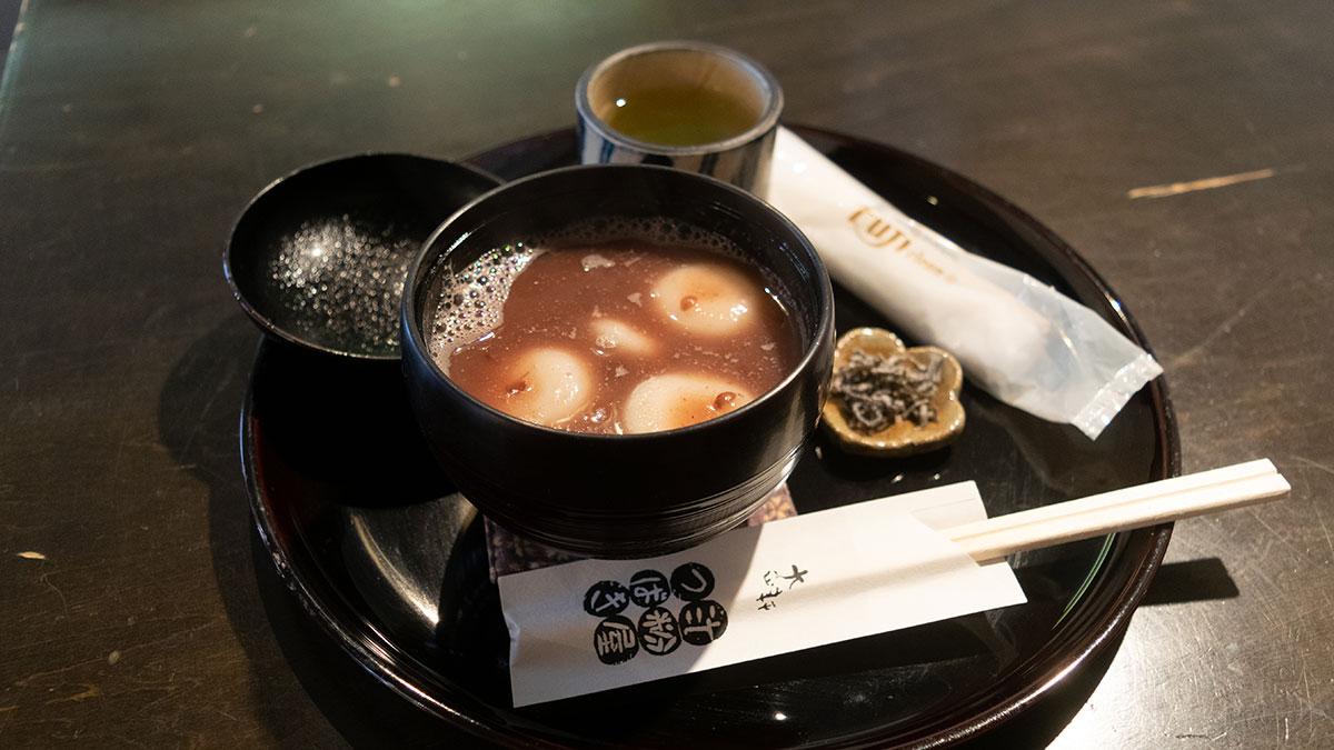 大正軒(愛知県豊橋市)で優しい白玉ぜんざいと、焼きたてのみたらし団子を食す