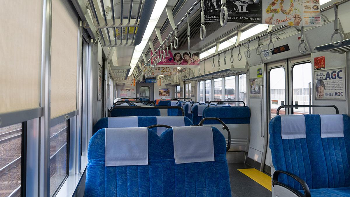 在来線で豊橋から名古屋へ、空いている車内に心地よい車窓